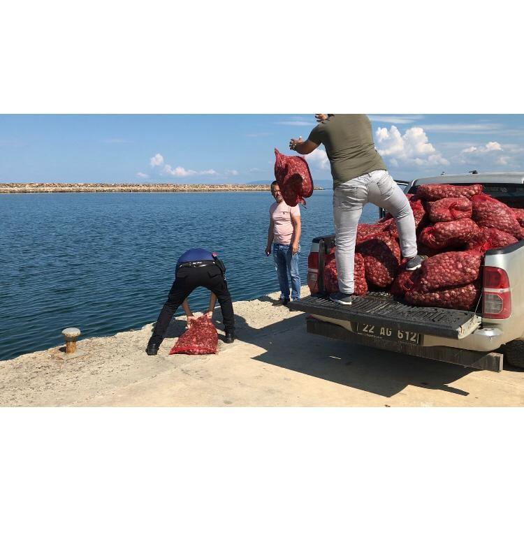 Enez'de 1 ton kum midyesi yakalandı