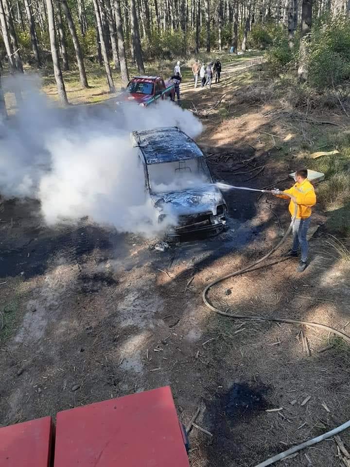 Enez'de ormanda bir araç yandı