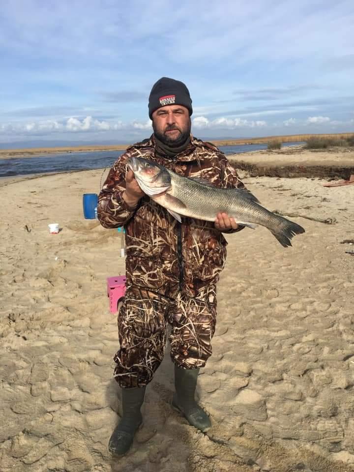 Amatör Balıkçı Enez'de 8 kg.lık Levrek yakaladı